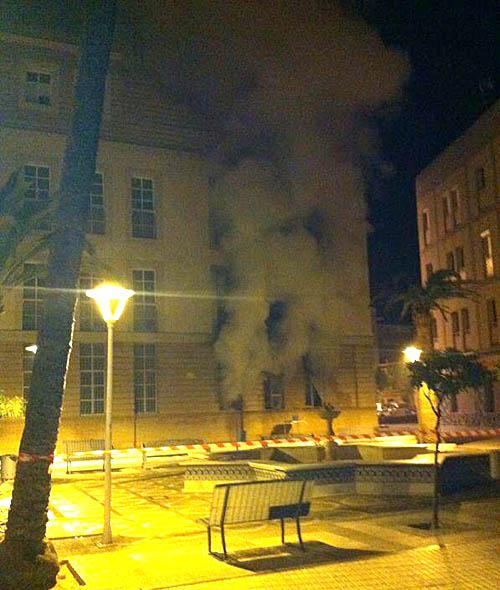 El incendio comenzó a las 5.00 de la mañana de este jueves. / Imagen de @MramosMo
