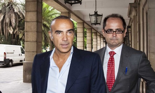 Luis Oliver entra en los juzgados este viernes. / J.M. Paisano (ATESE)