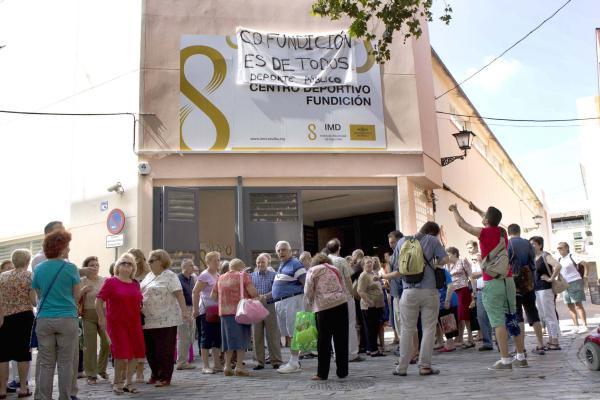 Sevilla Concentracion ante el centro deportivo Fundicion, en la Alame