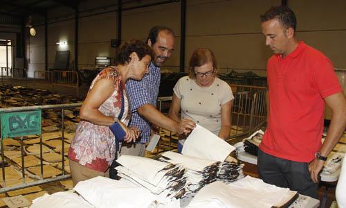 Responsables archiveros de Diputación y Junta de Andalucía visitan el archivo municipal y las instalaciones  donde se encuentran los documentos rescatados tras el incendio de Los Palacio