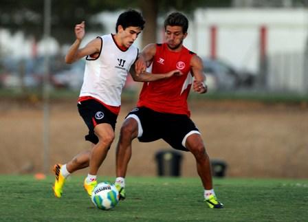 Jairo, a la izquierda, con Carriço en un entrenamiento. (Marcamedia).
