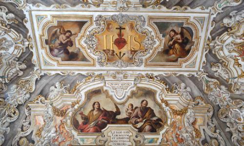 La sacristica capilla doméstica de San Luis.