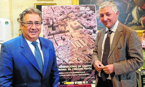 El alcalde y el delegado de Urbanismo, Maximiliano Vïlchez, presentaron ayer el encuentro.