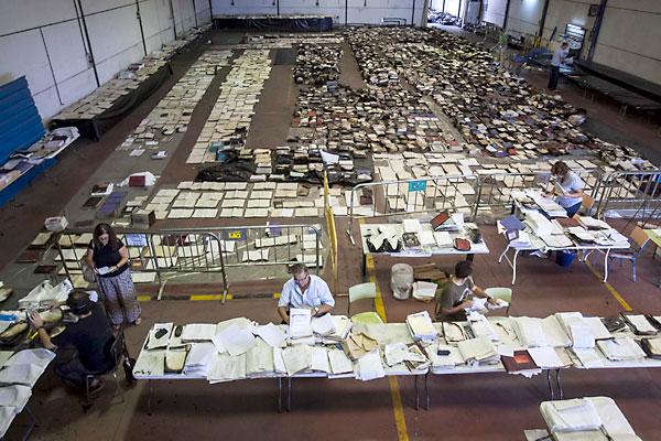 Documentos quemados en el incendio del archivo municipal de Los Palacios. / J.M. Paisano (Atese)