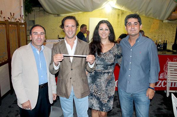 José Lugo, director del distrito; José Miguel Luque, delegado del Distrito Cerro-Amate; Pilar Martínez; José Luis Martínez, de prensa del Ayuntamiento.