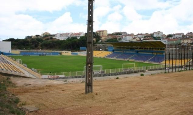 El estadio Antonio Coimbra da Mota no tiene gradas detrás de las porterías.