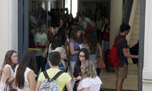 Los estudiantes de la Universidad de Sevilla inician de nuevo el curso académico.