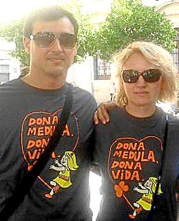 Los padres de Carla colaboraron ayer con Pelones Peleones.