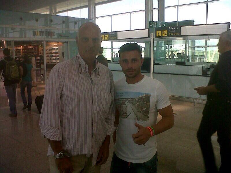 Rubén Castro ha colgado esta foto con el doctor Calero en el aeropuerto de El Prat, hoy.