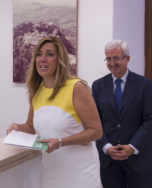 SUSANA DÍAZ ENTREGA EN LA CÁMARA SU DECLARACIÓN DE LA RENTA Y LA DE SU PAREJA
