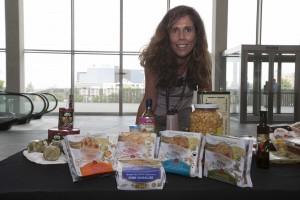 Ana Moreno, de Inés Rosales, muestra la variedad que la compañía ofrece a sus clientes. / J. M. Espino (Atese)