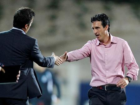 Unai Emery saluda a Marco da Silva (Reuters).