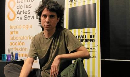 El director Jonás Trueba, ayer en un encuentro con la prensa en el Centro de las Artes de Sevilla (caS). / Manu R. R. (Atese)