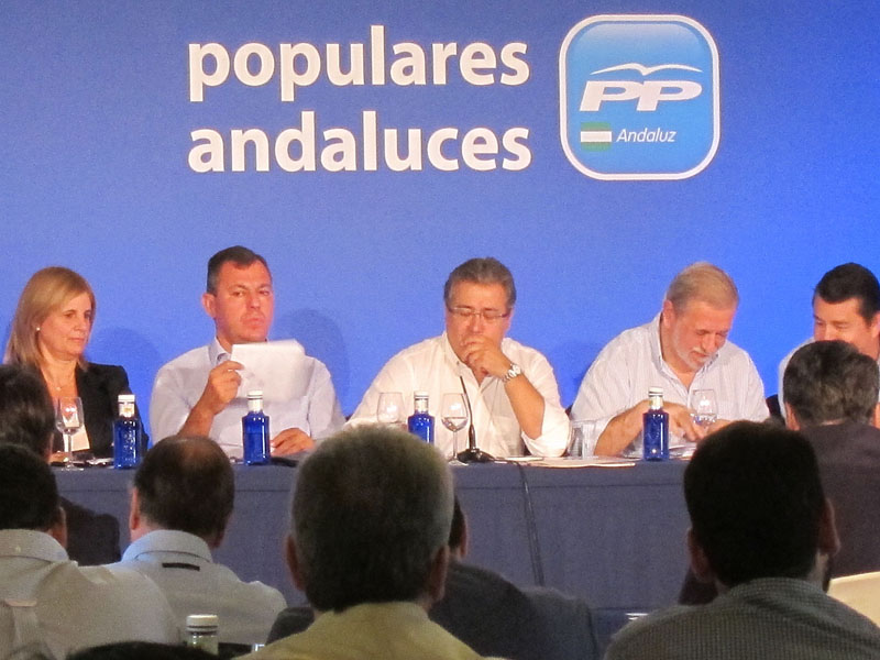 Zoido (PP-A) junto a dirigentes del PP andaluz en Intermunicipal