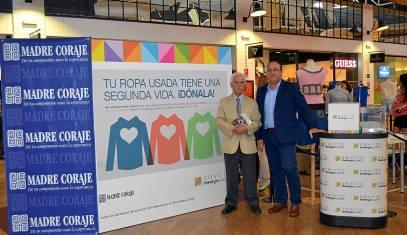 Alejandro Collantes, delegado de Madre Coraje, e Ignacio Lobatón, gerente de Sevilla The Style Outlets.