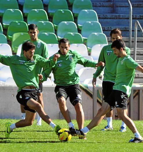 Dídac, Braian Rodríguez y Caro, en el entreno del martes en el estadio / Kiko Hurtado