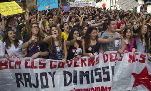 UN MILLAR DE ESTUDIANTES SE MANIFIESTAN EN BARCELONA