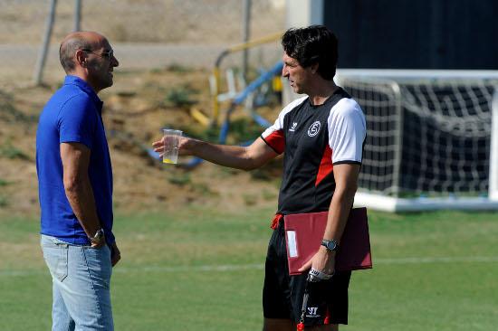 Monchi, charlando con Emery (Marcamedia).