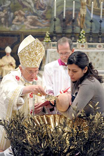 Alternativa 'laica' al bautizo católico, en la imagen.