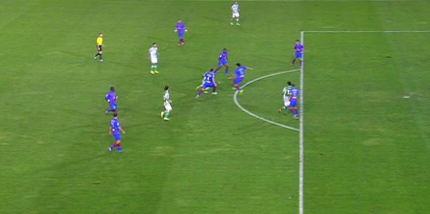 Aquí se ve cómo Jorge Molina estaba en línea e incluso más atrás en el gol anulado.