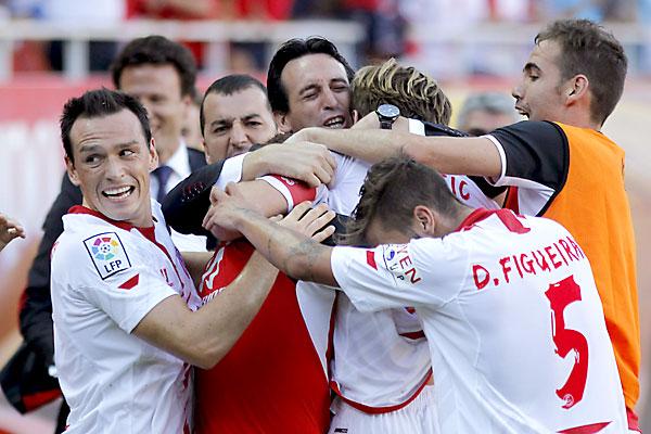 Celebración del segundo gol del Sevilla. / Paco Puentes (EFE)