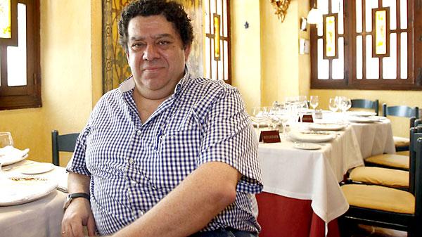 Enrique Becerra en su restaurante. / Javier Cuesta