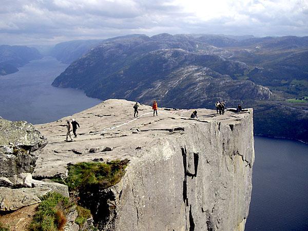 Roca del púlpito, desde donde cayó al vacío el turista español. / (Masqtrekking /Flickr)
