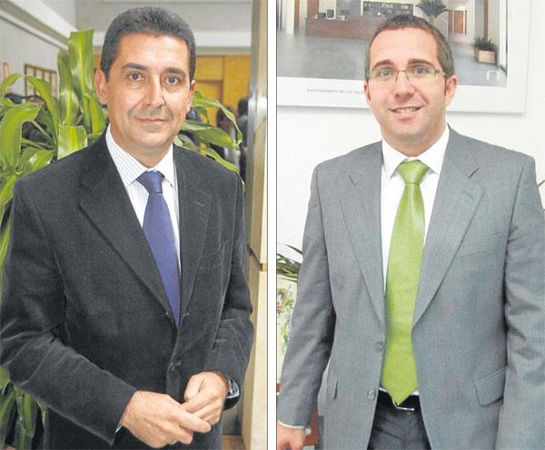 A la izquierda, el exalcalde, Antonio Maestre (PSOE), y a la derecha el actual regidor, Juan Manuel Valle.