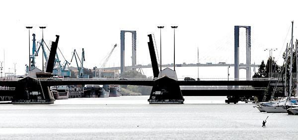 El puente de Las Delicias en primer término. / Javier Díaz.