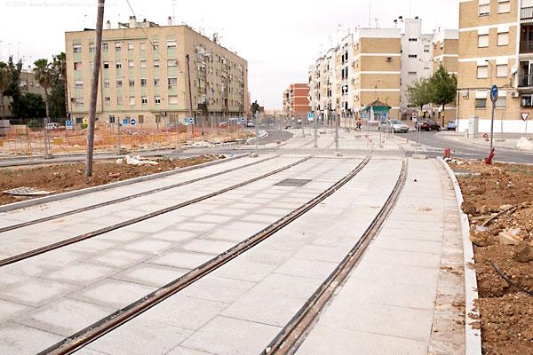 Obras del tranvía de Alcalá, paralizadas desde hace años.