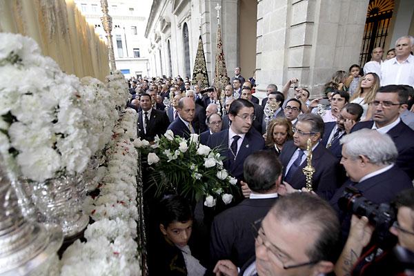 La Virgen de la Victoria a su llegada a la Casa Consistorial, donde fue recibida por la Corporación local.