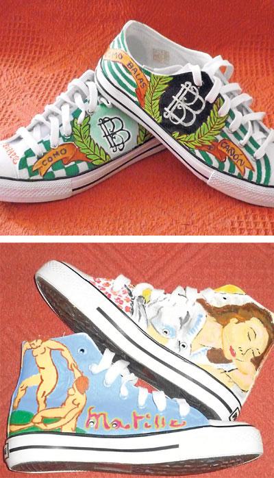 Dos pares de zapatillas pintadas por Laureano Carbonell.