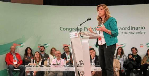 La presidenta de la Junta y todavía secretaria general del PSOE de Sevilla, Susana Díaz, ayer en el cónclave provincial de la organización. / Manuel R. R. (Atese)