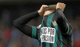 Esta imagen resume la frustración del Betis en La Rosaleda.