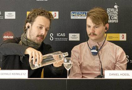 Gerard Kerkletz (fotógrafo del filme) y Daniel Hoesl (director) presentaron ayer Soldate Jeannette.