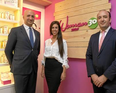 Jesús Mejías, Rocío Morera y Manuel Duque, ayer en la presentación de Woman 30 Shop. Foto: Manuel R.R.