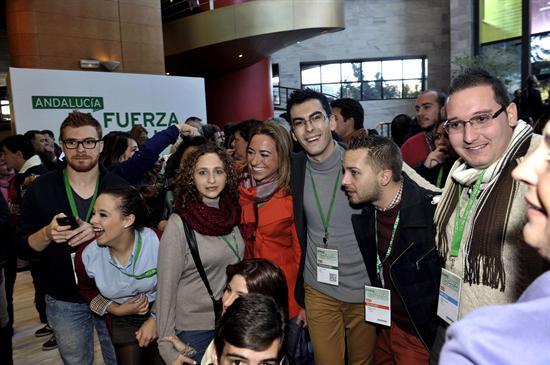 Gran expectación ha levantado la presencia de la exministra de Defensa en el Congreso del PSOE-A. / EFE
