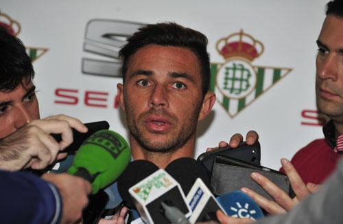 """Rubén Castro, ayer, cuando dijo que estará """"listo"""" para el derbi."""