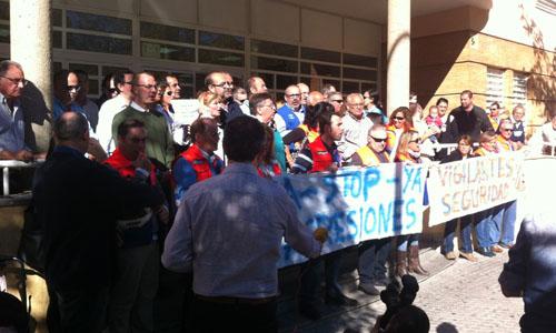 Concentraciones en repulsa por las agresiones en Pino Montano
