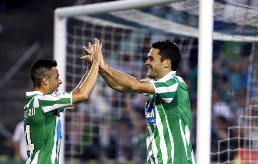 Rubén Castro y Jorge Molina celebran un gol.