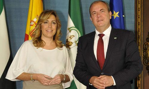 La presidenta de la Junta de Andalucía, la socialista Susana Díaz, y el presidente del Gobierno de Extremadura, el popular José Antonio Monago. / EFE