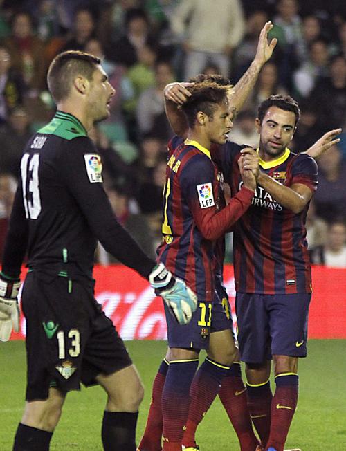Sara, desolado tras uno de los goles del Barcelona / Paco Puentes (EFE)
