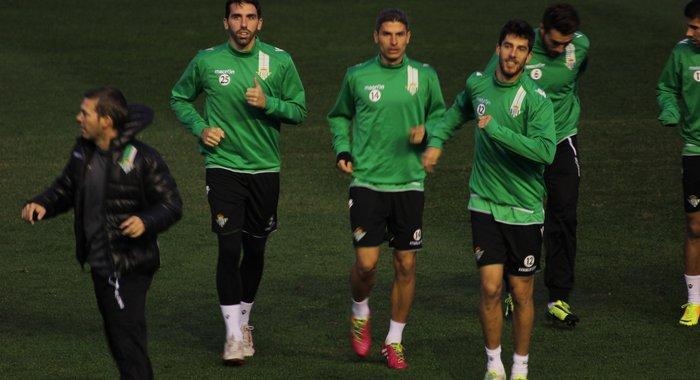 Jordi, Salva Sevilla y Dídac, en el entrenamiento de este sábado / Real Betis