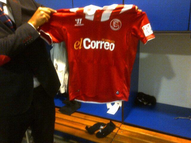 El Correo, en la camiseta. (Foto: Sevilla FC)