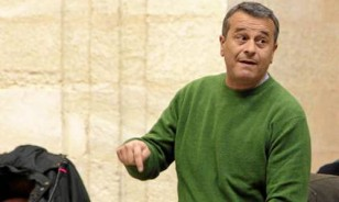 El portavoz de IU en el parlamento andaluz, José Antonio Castro. / El Correo