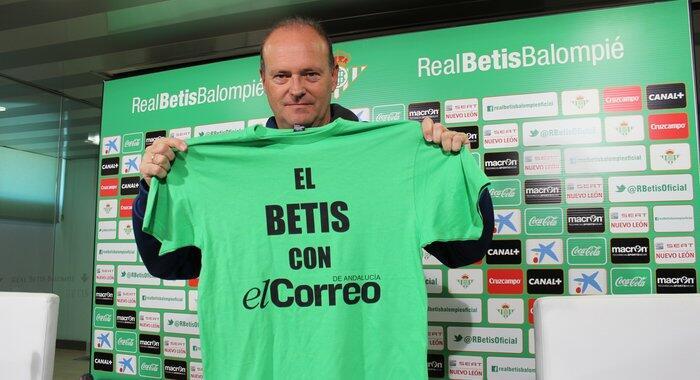 Pepe Mel, hoy con la camiseta de apoyo a este periódico.