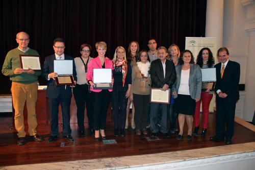 Todos los colaboradores de la donación de sangre de la provincia de Sevilla premiados por el Centro Regional de Transfusión Sanguínea con motivo de la XX maratón prenavideña de donaciones.