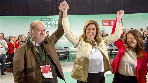 La presidenta andaluza, Susana Díaz (c), junto al presidente de la Diputación de Sevilla, Fernando Rodríguez Villalobos (i) y la diputada autonómica Verónica Pérez (d). / EFE