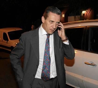 José María Cruz, a la salida del domicilio de José María del Nido. / Marcamedia