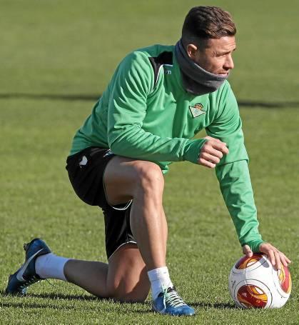Rubén Castro, en el entrenamiento de este miércoles / Julio Muñoz (EFE)